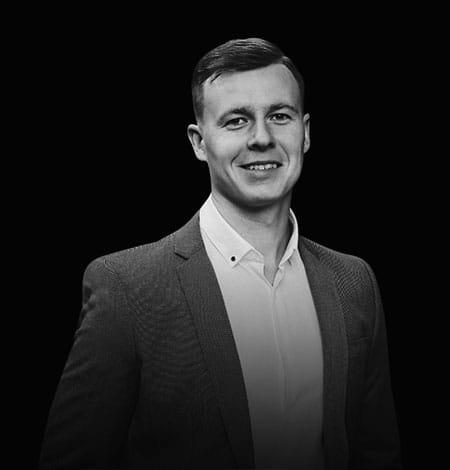 Архитектор, дизайнер и сертифицированный тренер, который за 6 лет преподавания AutoCAD обучил более 400 клиентов. Дмитрий имеет высшее архитектурное образование и большой опыт работы в качестве архитектора, а также дизайнера по разработке мебели премиум-класса.