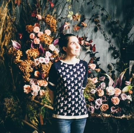 Общий опыт работы во флористике: 5 лет. Начало карьеры: магазин-палатка у метро. Первый успех: работа в bosco fiori и flowerslovers.