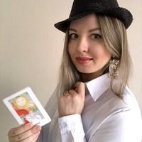 Елена Егорова Изучает карты Таро с апреля 2002 года и преподает с января 2018 года. Придерживается мнения, что Таро и астрология — одни из лучших инструментов для самопознания и работы с людьми.