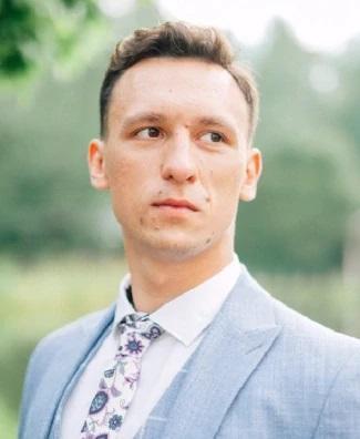 Константин Коваленко.Руководитель UX-исследований в Markswebb Он писал тексты для «Тинькофф», «Ростелекома» и десятка других компаний.