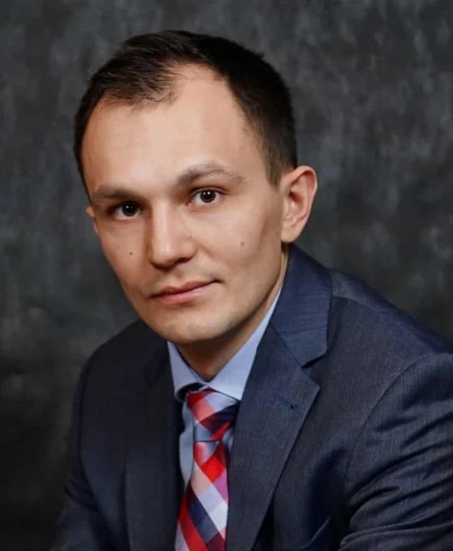 Ренат Шагабутдинов Главный редактор издательства «МИФ». Сертифицированный тренер по MS Office. Издательство «МИФ» известно форматом удаленной работы своих сотрудников, поэтому Ренат ежедневно работает с инструментами Google.