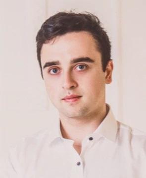Роман Цветков.Управляющий партнер компании Completo. Он специализируется на интернет-маркетинге в сфере B2B.