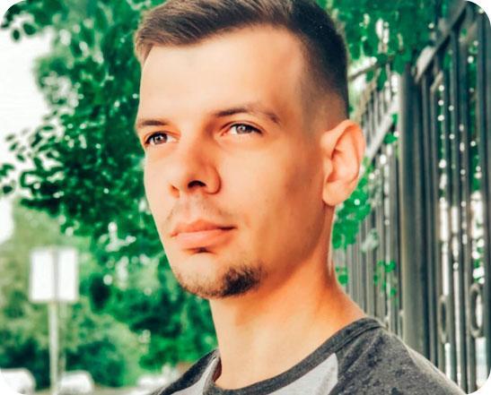 Павел Колосов Получил образование в СибГУТИ на факультете ИВТ (Информатика и вычислительная техника), по диплому инженер-компьютерщик. После колледжа устроился на работу кодером без опыта, за два месяца испытательного срока переделал сайт компании, постепенно изучил CMS MODX, Bitrix, прошел все тесты и получил сертификаты. Стаж 5 лет, затем перешел в IRS, где работает веб-разработчиком и преподавателем. Научит вас программированию, изучению веб с нуля. Расскажу вам все доступным языком, вы поймете все тонкости учебной программы и сможете претендовать на высокооплачиваемую работу в IT-индустрии.