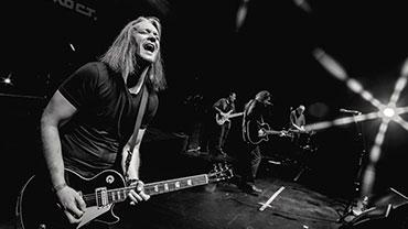 Дмитрий Действующий участник известной группы «Калинов мост». Опытный сессионный музыкант и преподаватель гитары/электрогитары. Опыт работы более 10 лет.
