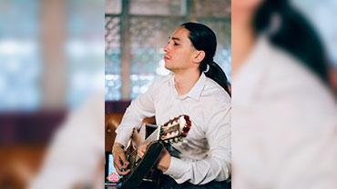 Иван Помимо основных дисциплин, он также преподает гитару фламенко и фортепиано.