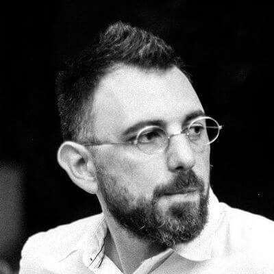 Миша Кац — менеджер по дизайну с большим опытом обучения. Создатель платформы Method Education. Евангелист 3D-дизайна. Курсы построены на практических методах обучения, разработанных Мишей. Сотни дизайнеров убедились в их эффективности.
