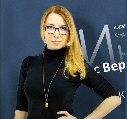 Вероника Головченко — «играющий» тренер с опытом 7+ лет в копирайтинге. Обучила более 1000 человек на курсах и личном коучинге.